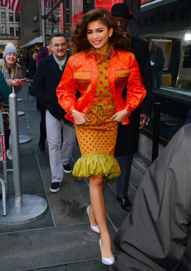 Платье и бомбер Mary Katrantzou, туфли Casadei