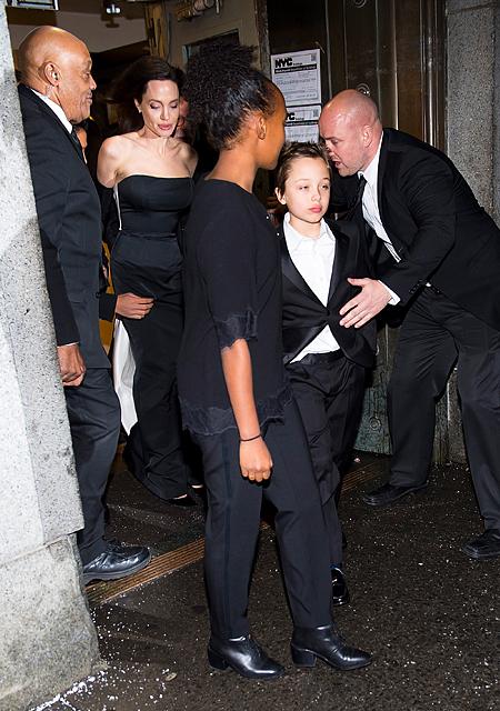 Анджелина Джоли с детьми на премии Ассоциации ООН, 16 декабря 2017