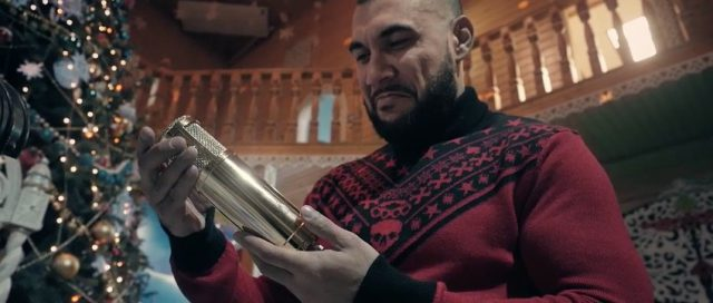 Это Doni (32) только с виду большой и грозный, а внутри он очень добрый — подписант Black Star приехал в Великий Устюг, в вотчину Деда Мороза