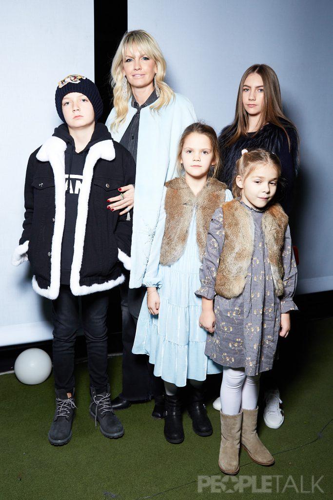 Яна Расковалова с детьми