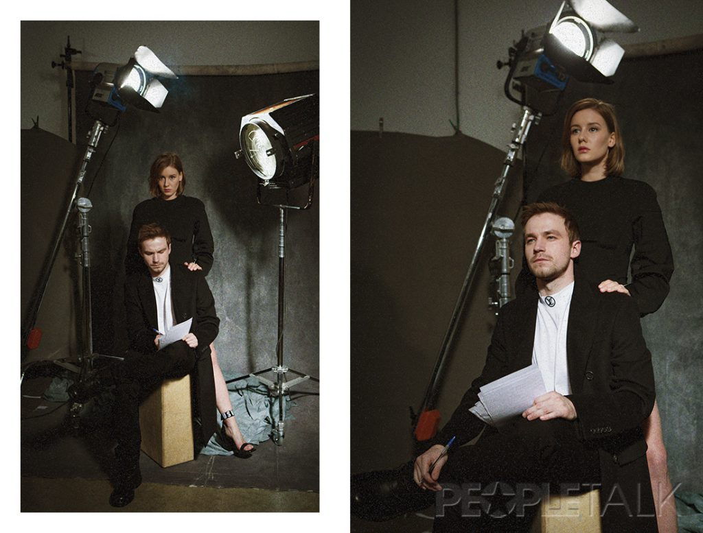 Саша Петров (Футболка, Louis Vuitton; Пальто, джинсы, ботинки, Burberry) и Ира Старшенбаум (Платье, босоножки, Versus Versace)