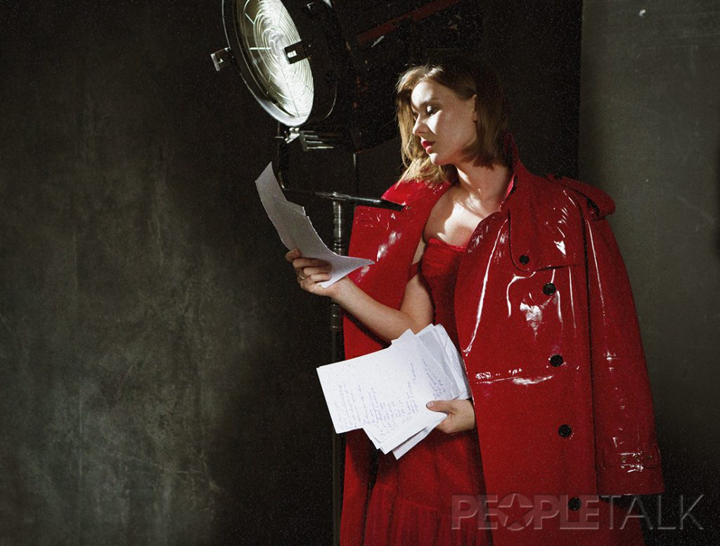 Ира Старшенбаум (Платье, Dress By Yana; Тренч, Burberry)