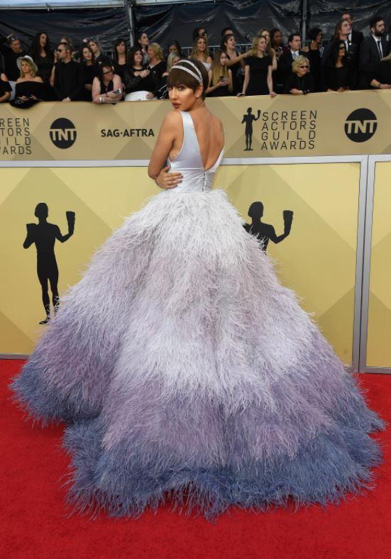У Джеки Круз самое пушистое платье премии
