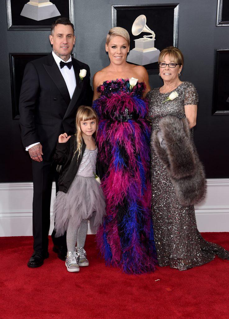 Кэри Харт и Пинк с дочерью Уиллоу и Джудит Мур