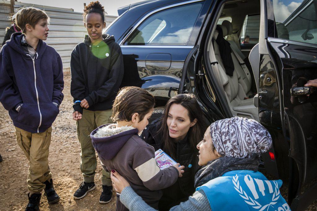 Анджелина Джоли с дочками в Иордании