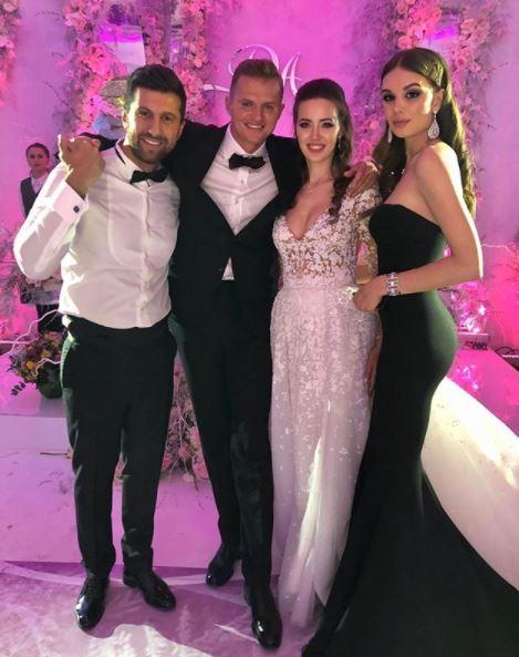 Амиран Сардаров с девушкой и Дмитрий с Анастасией