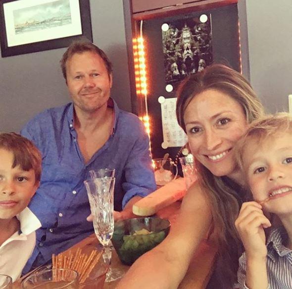 Ребекка Лус с мужем и детьми