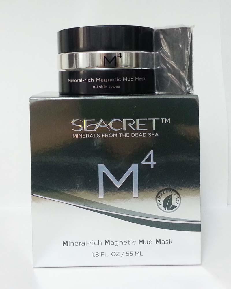 Маска Mineral-Rich Magnetic Mud Mask, SeaCret с витаминами Е и В5, а также грязью Мертвого моря хорошо очищает кожу и возвращает ей упругость
