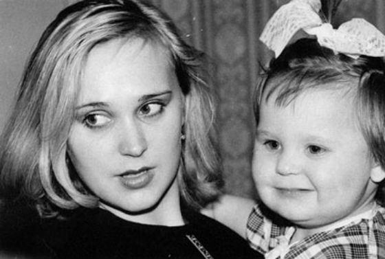 Пелагея в детстве с мамой