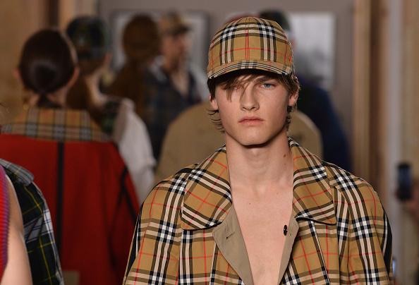 Шоу Burberry станет одним из самых долгожданных: в конце прошлого года Кристофер Бейли объявил об уходе из модного дома и готовит свою последнюю ЛГБТ-коллекцию