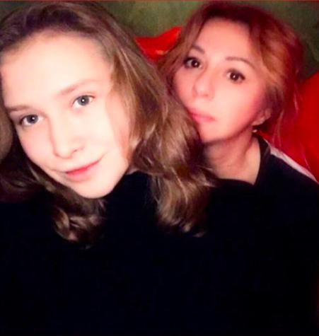 Ксения Иратова с мамой Аленой Апиной; @neаpina