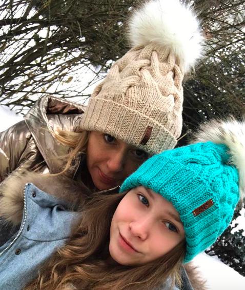 Алена Апина и Ксения Иратова; @neapina
