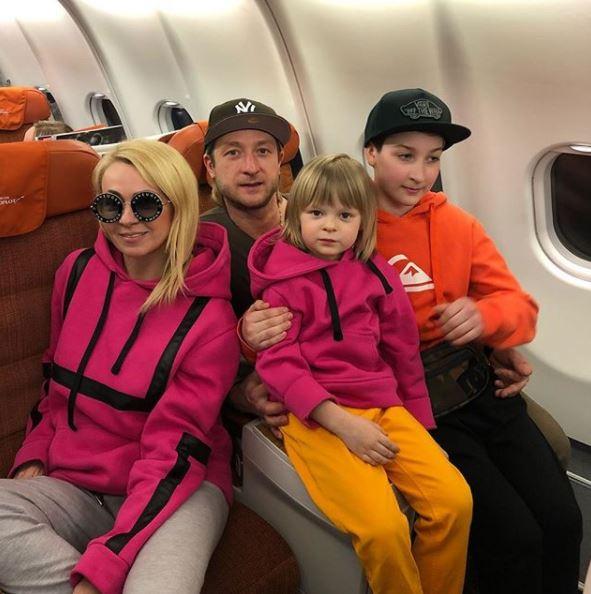 Яна Рудковская. Евгений, Егор и Саша Плющенко. Фото @rudkovskayaofficial
