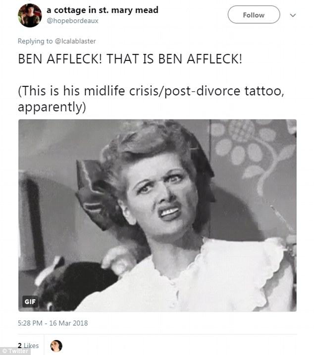 Бен Аффлек! Это Бен Аффлек! Это его тату по случаю развода/кризиса среднего возраста.