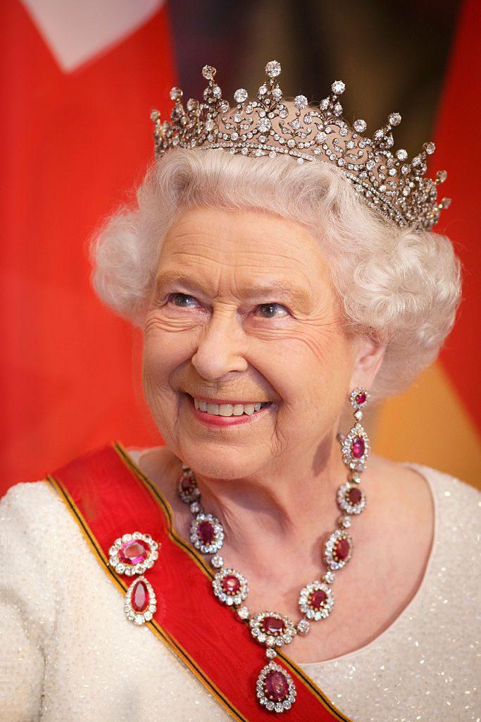 Перед нами рубиновое ожерелье, выполненное принцем Альбертом специально для королевы Виктории.