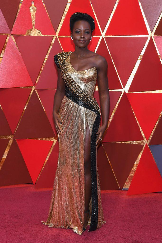 Лупита Нионго в платье Atelier Versace
