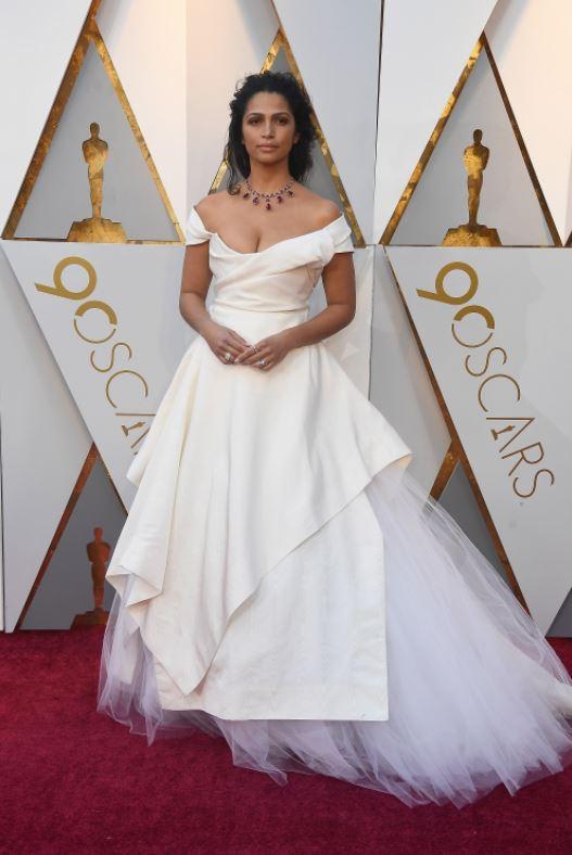 Камила Альвес в платье  Vivenne Vestwood
