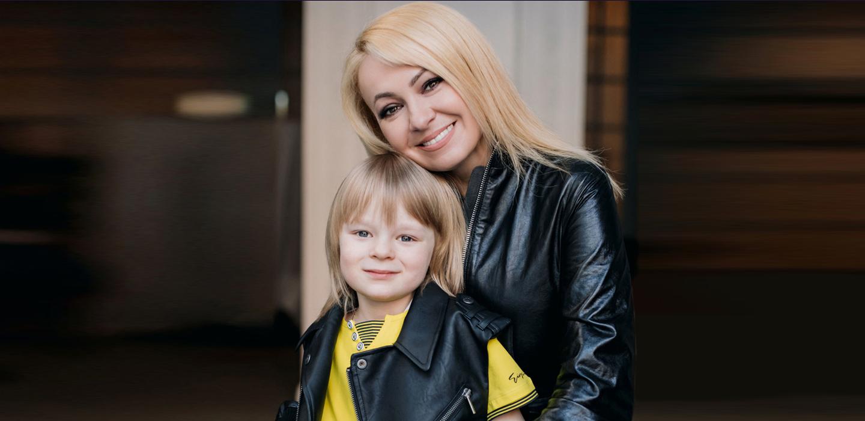 Мама может: Яна Рудковская о воспитании сыновей, правах женщин и моде в специальном проекте «Даниэль Бутик» и PEOPLETALK