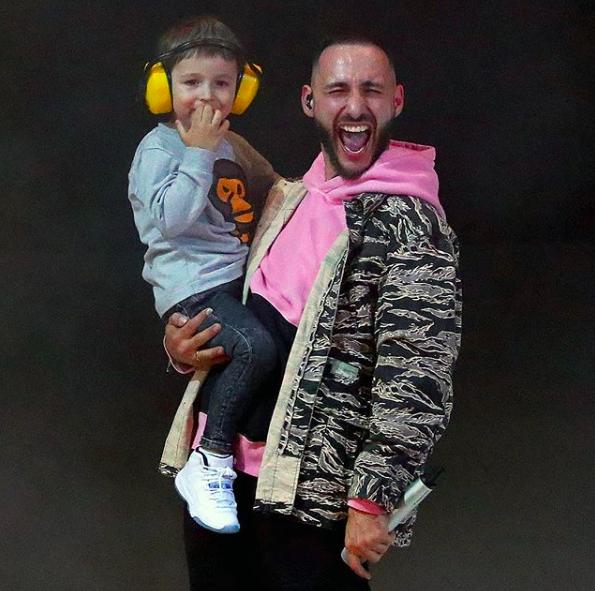 Леван с сыном Мишей; @l_one_mars