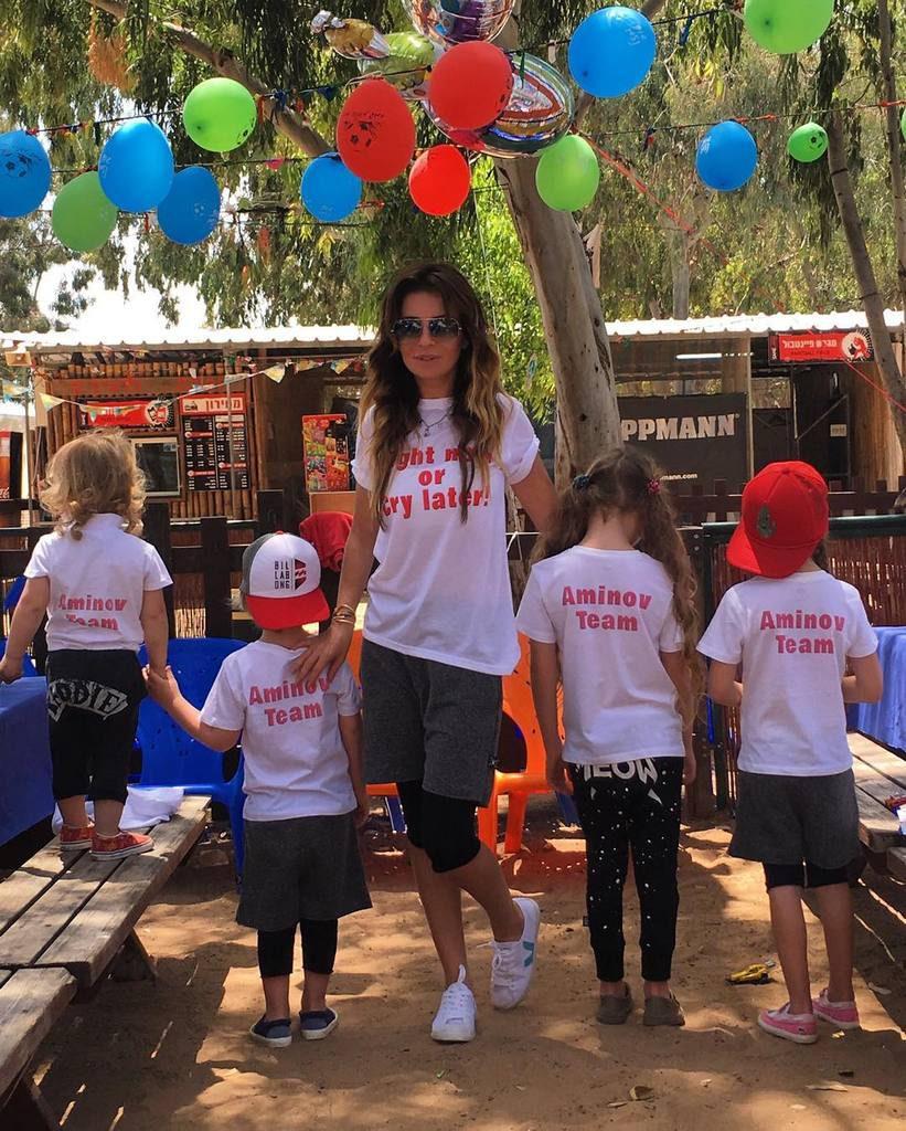 Стелла Аминова с детьми