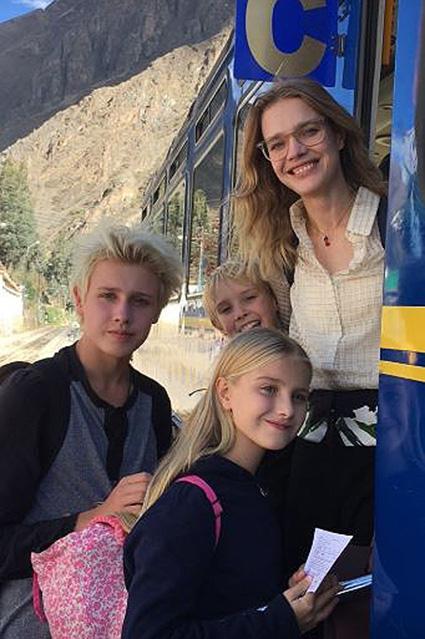 Лукас, Виктор и Наталья Водянова с дочкой Невой