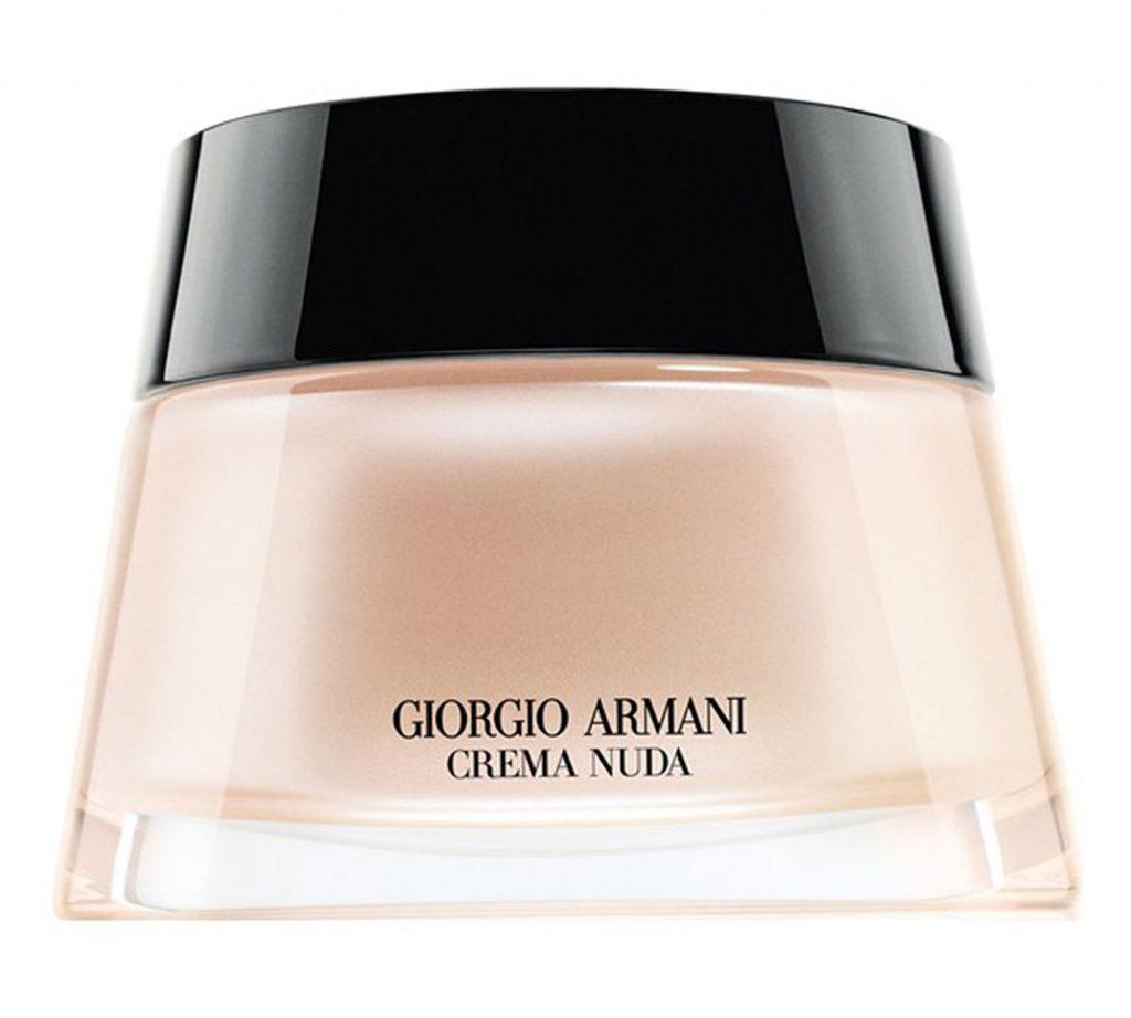 Тональный крем Giorgio Armani Crema Nuda Tinted Cream, 200 $ – обеспечивает ровное и стойкое покрытие.