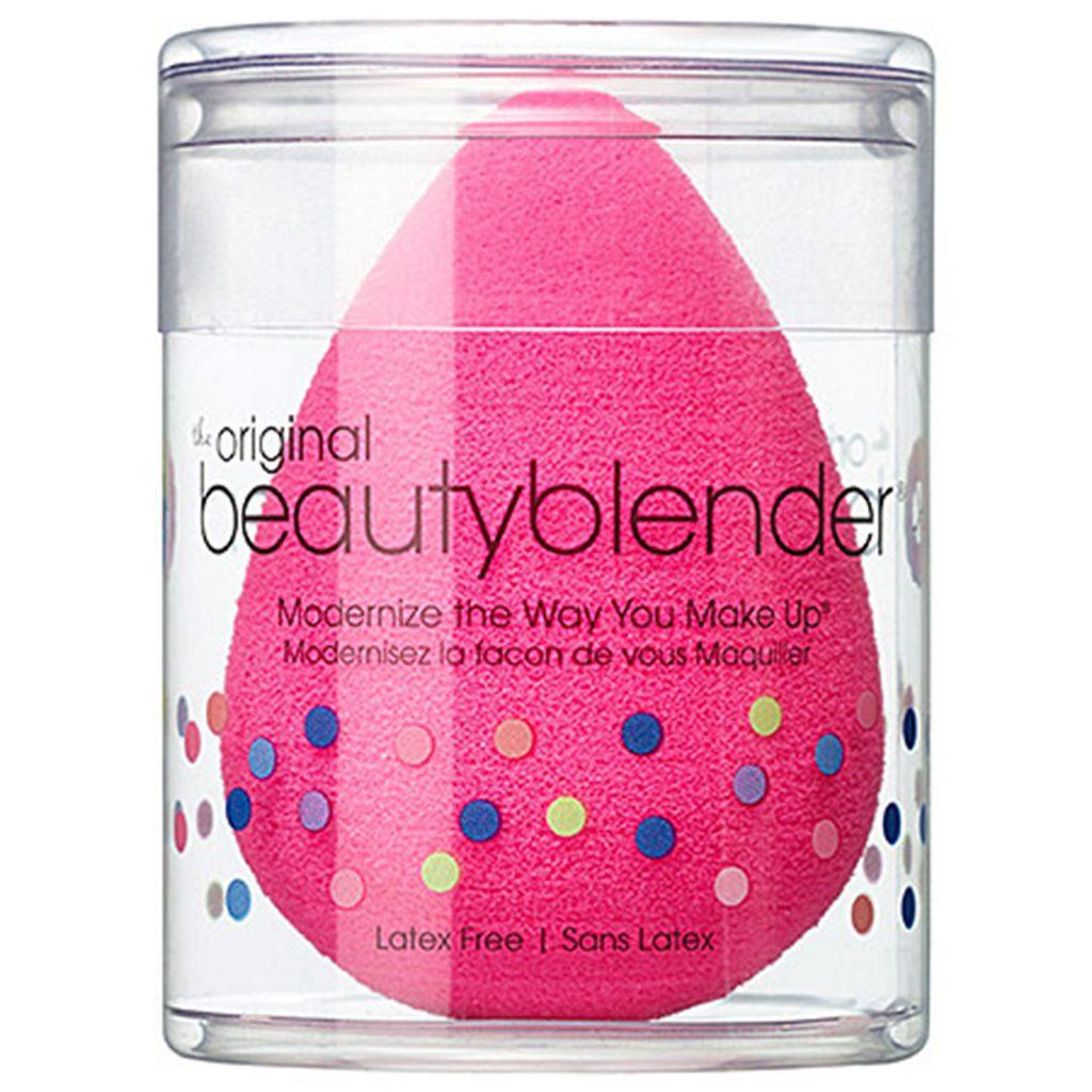 Бьютиблендер Beautyblender Original, 20 $ – помогает равномерно наносить тональные средства.