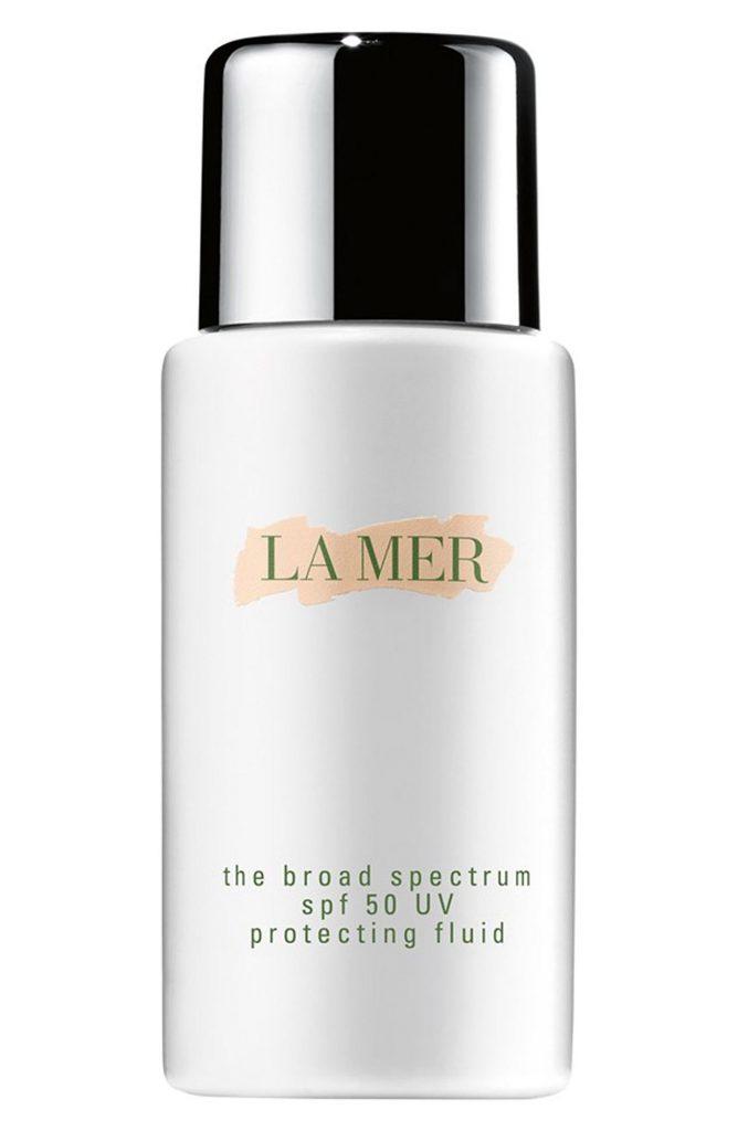 Флюид для лица La Mer The Broad Spectrum SPF 50 Daily UV Protecting Fluid, 95 $ – увлажняет кожу и защищает от вредных УФ-лучей.