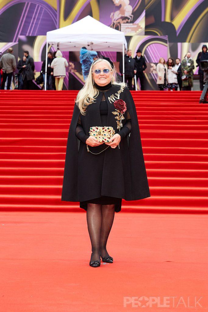 Татьяна Михалкова  в кейпе Dolce&Gabbana и серьгах Chopard из коллекции Precious Chopard