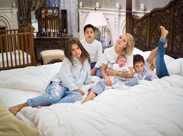Дана, Алекс, Рома и Вика Манасир с сыном Андреем