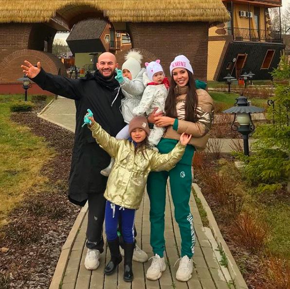 Джиган и Оксана Самойлова с дочерьми