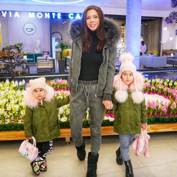 Оксана Самойлова с дочерьми Леей и Ариелой