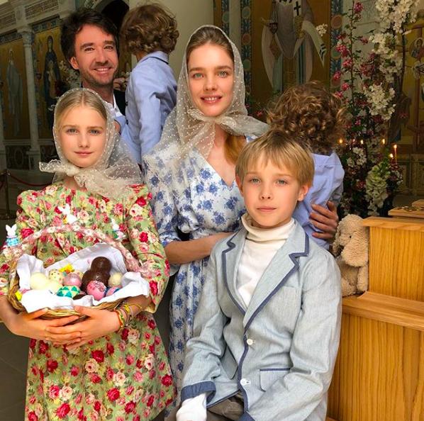 Антуан Арно и Наталья Водянова с детьми