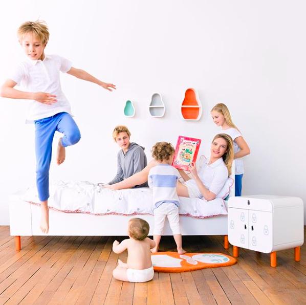 Наталья Водянова с сыновьями Романом, Виктором, Лукасом, Максимом и дочкой Невой