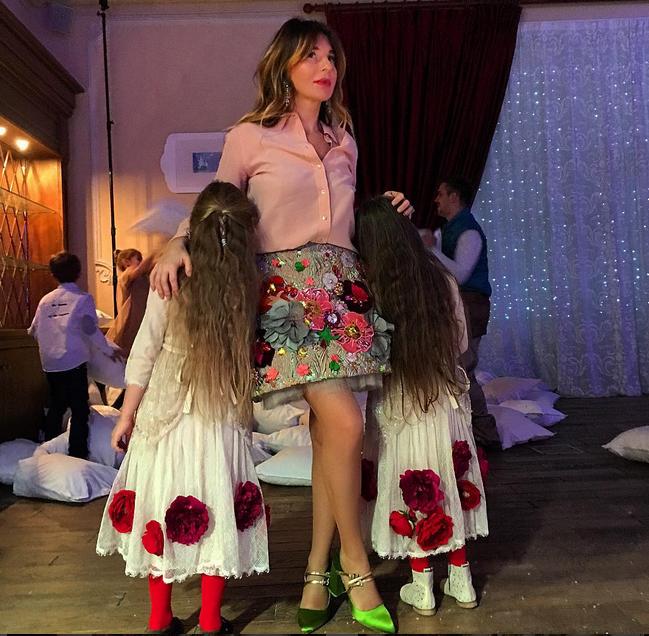 Стелла Аминова с дочерьми