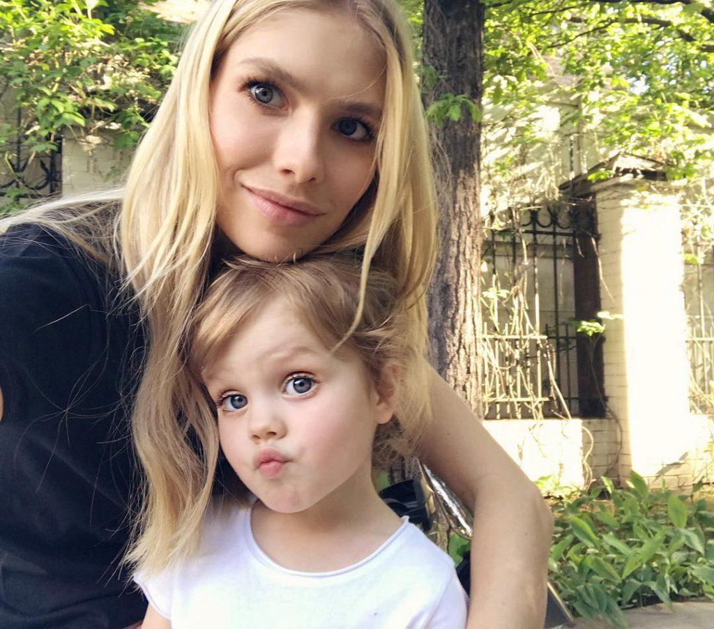 Елена Перминова с дочерью Ариной