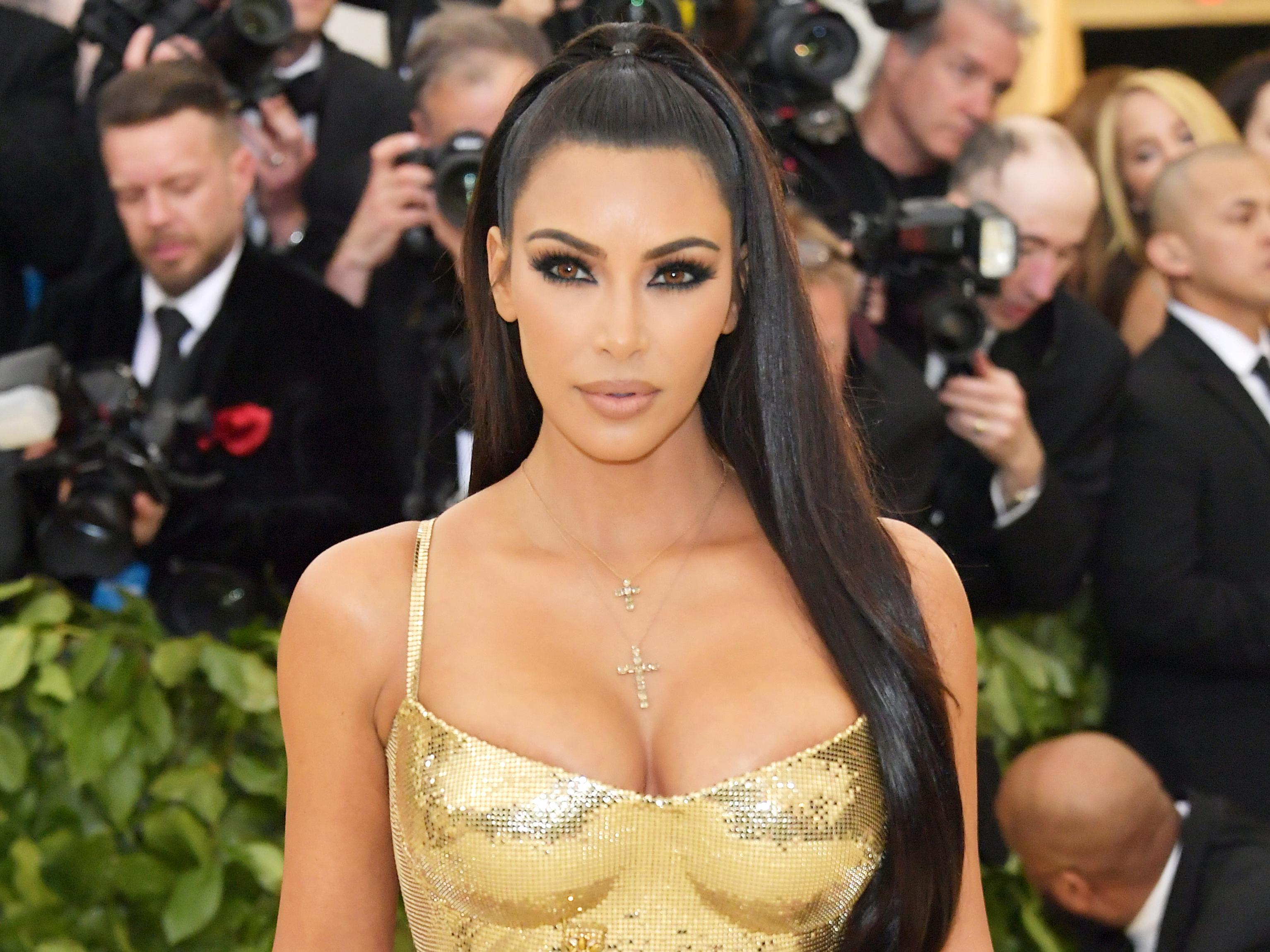 kim kardashian net worth - HD3067×2300