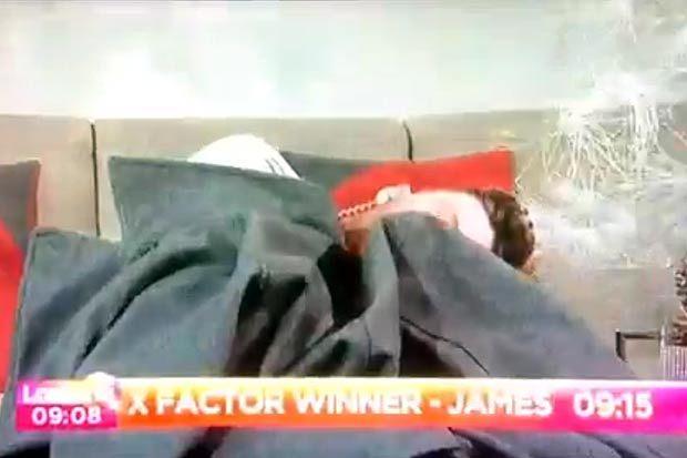 А музыкант Джеймс Артур уснул в прямом эфире утреннего шоу
