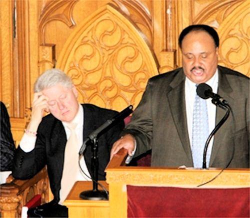 Билл Клинтон в 2008-м уснул на вечере памяти Мартина Лютера Кинга