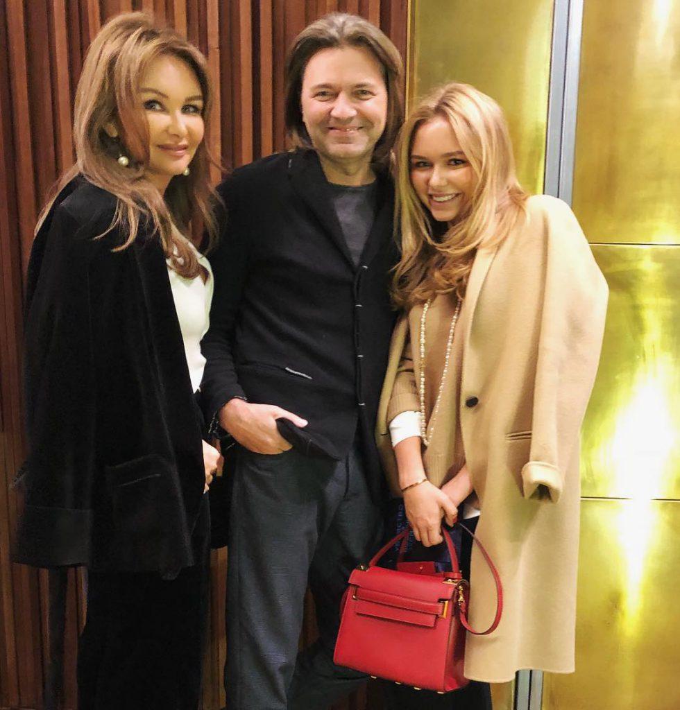 Елена и Дмитрий Маликовы с дочерью Стешей