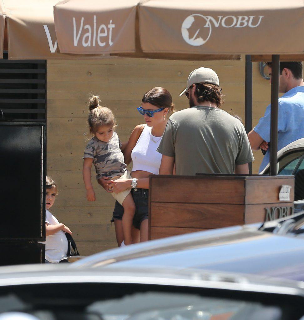 София и Скотт с его детьми
