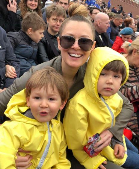 Мария Кожевникова с детьми
