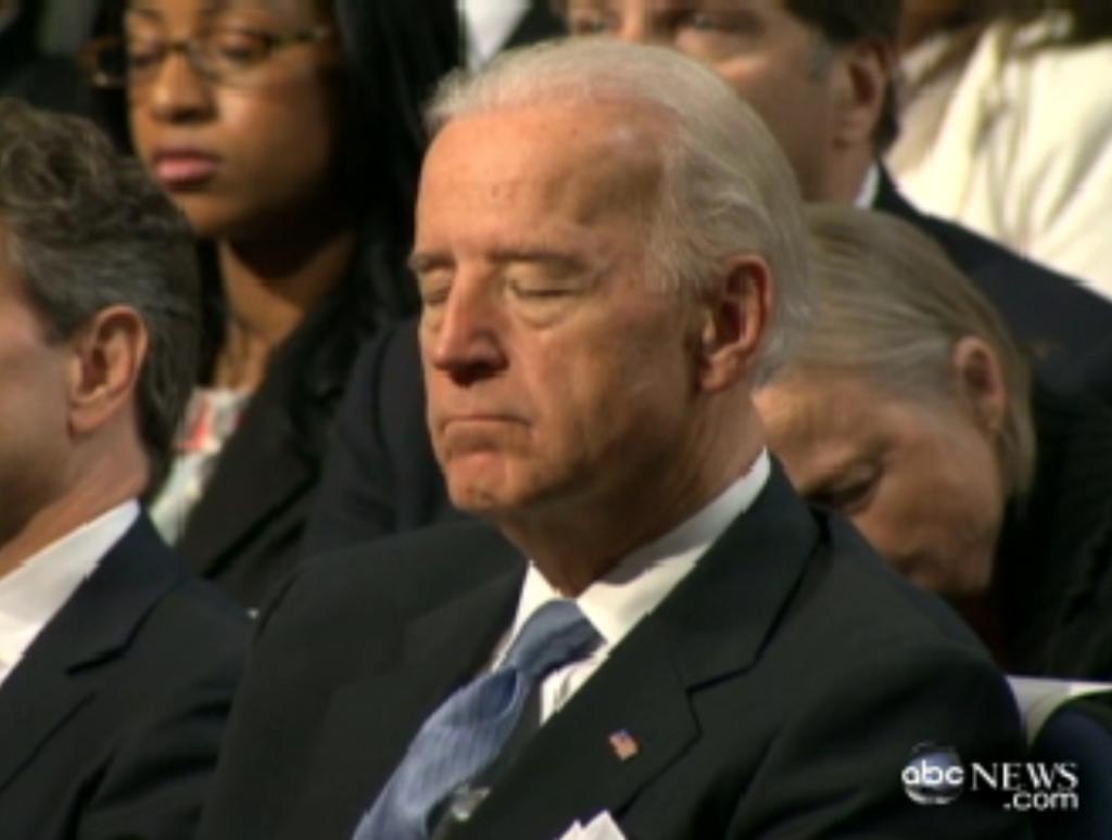 И подтверждает нашу теорию вице-президент США Джо Байден, который тоже уснул под сладкие речи Обамы в 2011-м