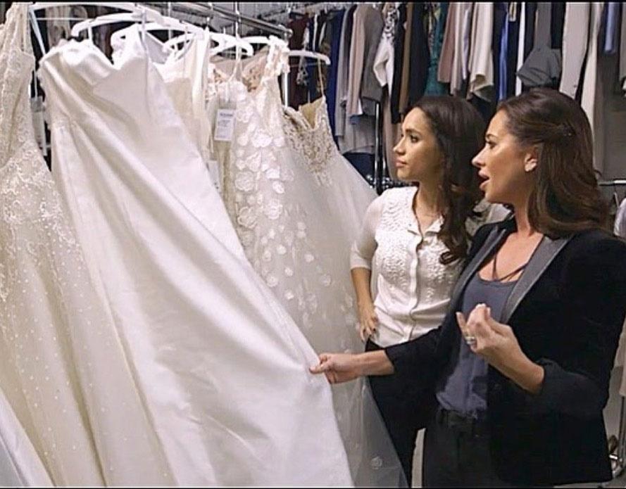 Меган и Джессика выбирают свадебное платье для героини Маркл