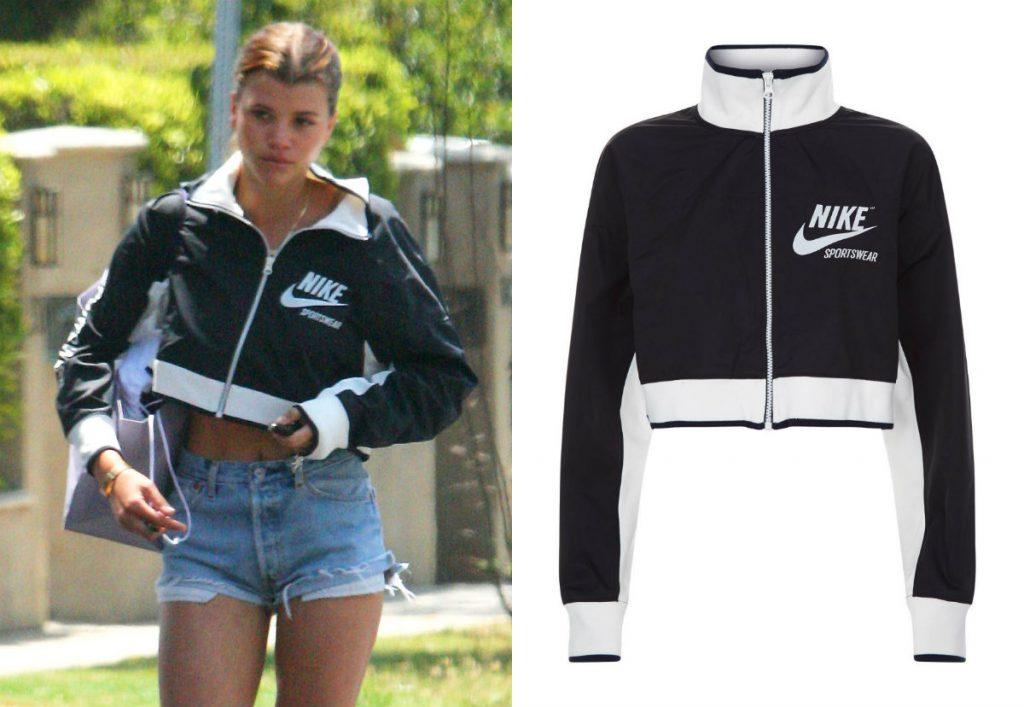 София Ричи. Куртка, Nike (70$ - ок. 4300 руб.)