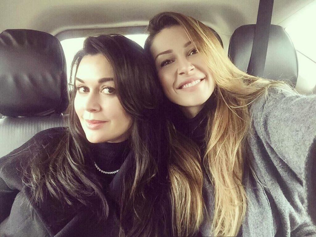 «Настоящая любовь существует»: новый пост в официальном профиле Анастасии Заворотнюк в Instagram