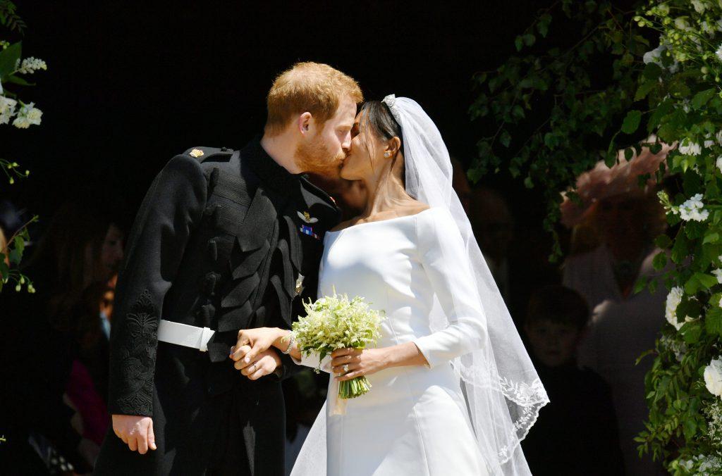 Первый поцелуй супругов