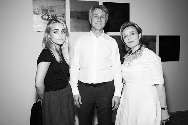 Виктория и Леонид Михельсон, итальянский куратор Тереза Мавика, на открытии V Московской международной биеннале молодого искусства
