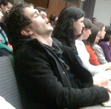 А с ним мы бы даже прилегли рядом. Джеймс Франко уснул во время лекции в Колумбийском университете в 2009-м