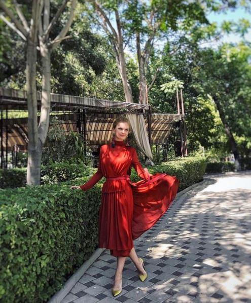 Елена Кулецкая в платье Daniil Antsiferov